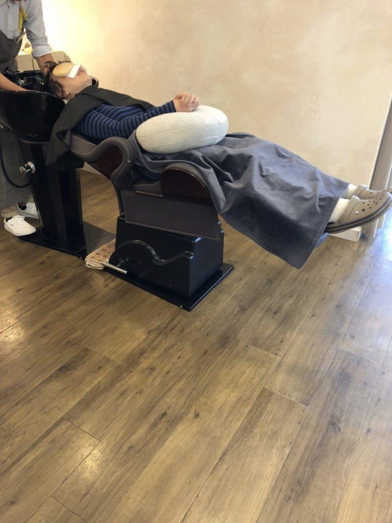 ヘナで頭と足のリラックス