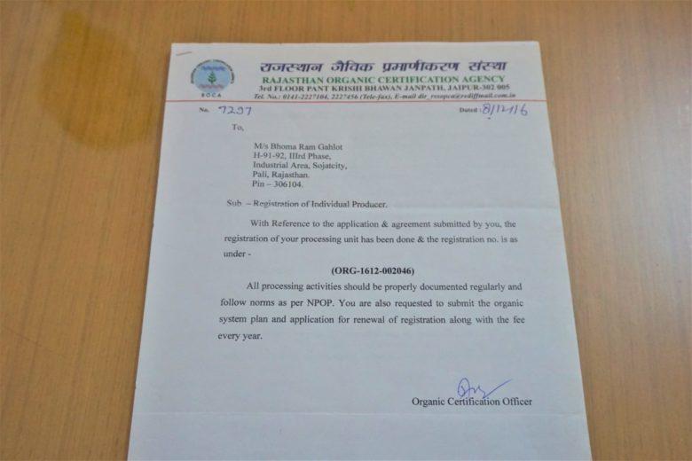 太陽と大地のヘナの産地、インドラジャスタン州ソジャトのヘナ畑のオーガニック認証の証書